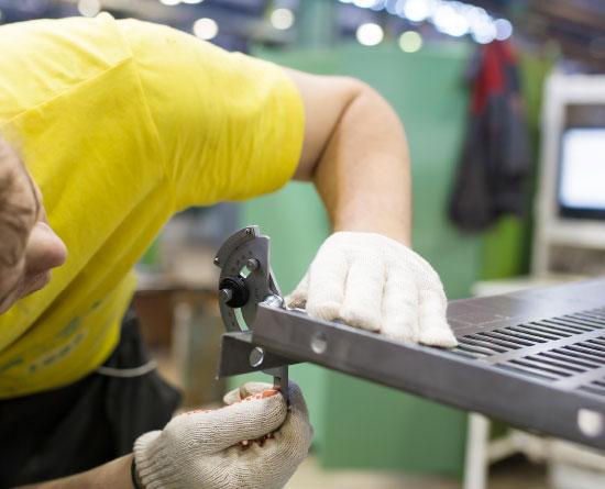 Lavorazione metalli - lavorazioni acciaio inox Treviso - precisione
