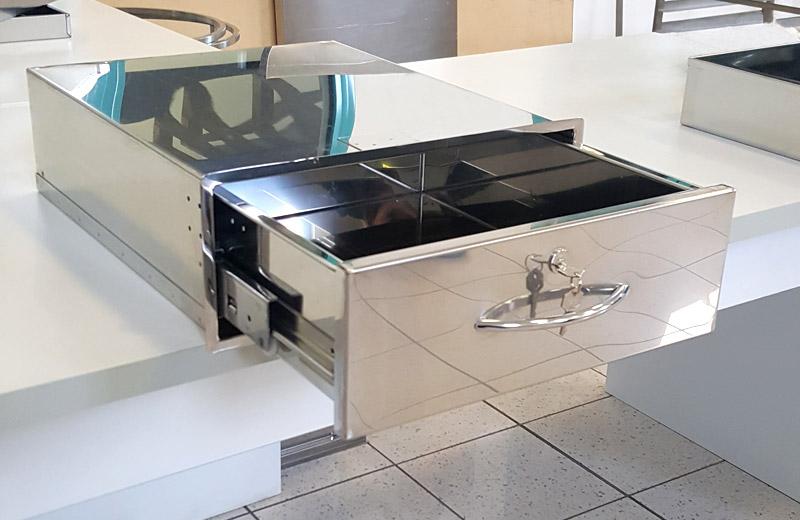 Lavorazione metalli - lavorazione acciaio inox Treviso - cassetto con chiave