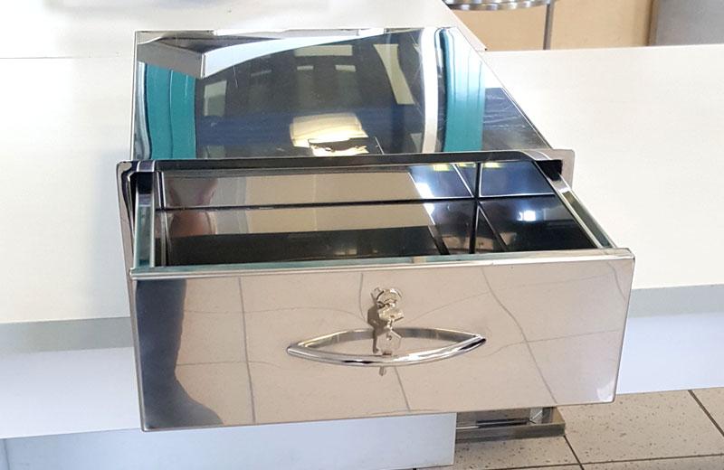 Lavorazione acciaio inox - lavorazione metalli Treviso - cassetto con chiave