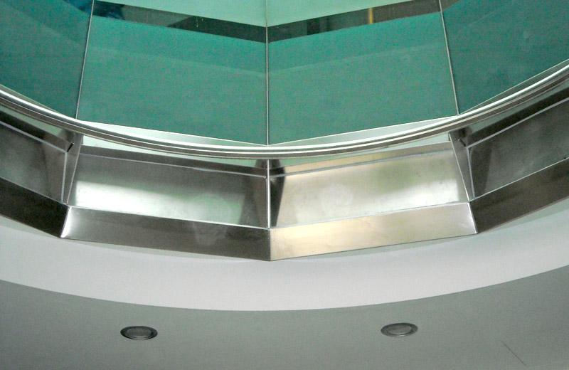 Lavorazione metalli - lavorazioni acciaio inox Treviso - struttura acciaio inox edificio