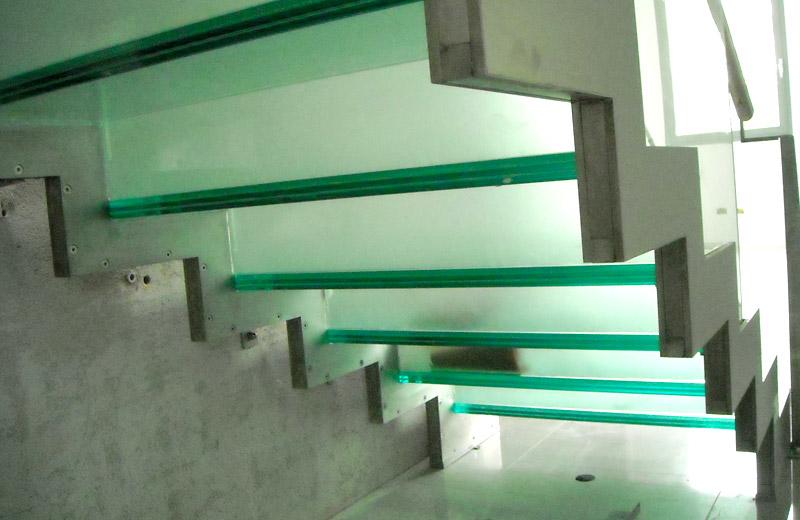 Lavorazioni acciaio inox - lavorazione metalli - scala con corrimano in acciaio