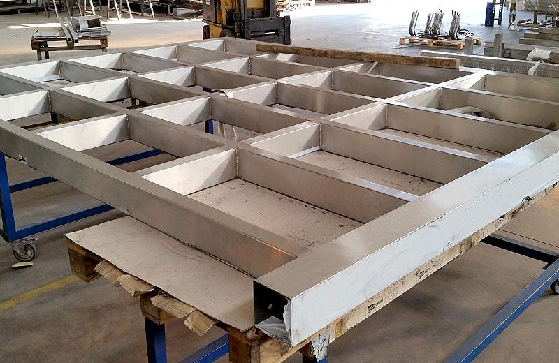 Lavorazione acciaio inox - lavorazione metalli Treviso - struttura per soppalco