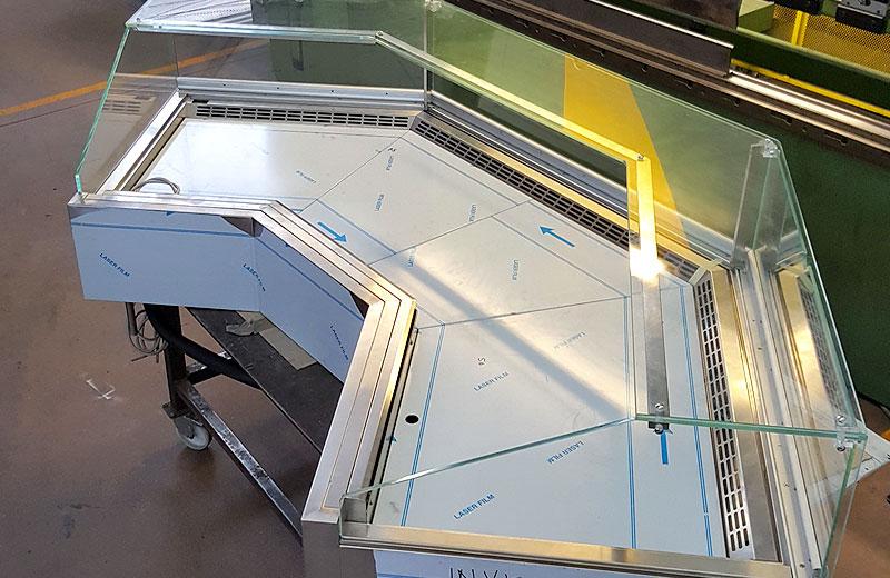 Lavorazione acciaio inox - lavorazione metalli Treviso - vetrina refrigerata