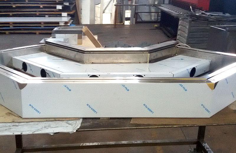 Lavorazione metalli - lavorazione acciaio inox Treviso - vetrina refrigerata