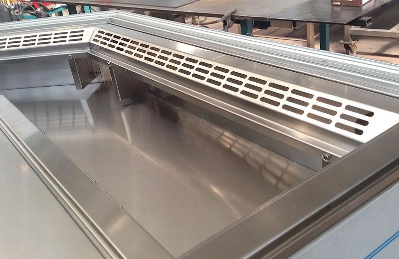 Lavorazione metalli - lavorazione acciaio inox Treviso - vetrina refrigerata bar