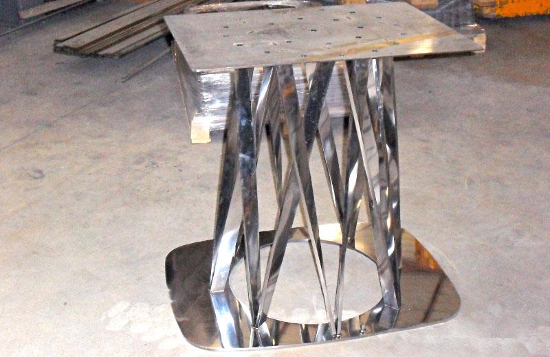Lavorazione metalli - lavorazione acciaio inox Treviso - basamento in acciaio