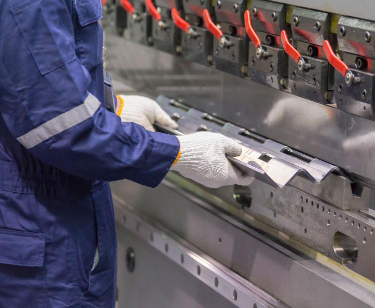 Lavorazioni metalliche - lavorazione acciaio inox Treviso - piegatura 1