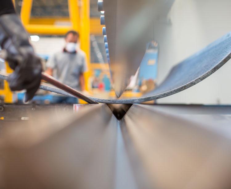 Lavorazione metalli - lavorazione acciaio inox Treviso - piegatura 3